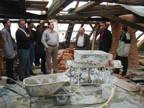 Die Bilder zeigen die CSU Stadträte bei der Besichtigung der Baustelle