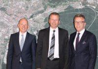 Auf dem Bild von links: Bernd Büsching, Oberbürgermeister Ulrich Maly und Bürgermeister Franz Stahl.