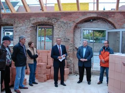 """Das """"Haus am Teich"""" in der Regensburger Straße war dieses Mal Ziel der CSU auf Tour. Diese Informationsveranstaltungen des CSU-Ortsverbandes erfreuen sich großer Beliebtheit."""